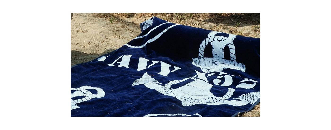 Maritimes Handtuch mit Kopfpolster als maritimes Strandhandtuch